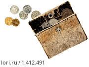 Старый кошелек и монеты на белом. Стоковое фото, фотограф Михаил Тимонин / Фотобанк Лори