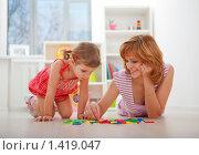 Счастливые мама и дочка изучают цифры. Стоковое фото, фотограф Juliya Shumskaya / Blue Bear Studio / Фотобанк Лори