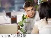 Купить «Молодая романтичная пара в кафе», фото № 1419299, снято 14 января 2010 г. (c) Raev Denis / Фотобанк Лори