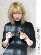Купить «Портрет молодой женщины», фото № 1424487, снято 6 октября 2009 г. (c) Андрей Бурдюков / Фотобанк Лори
