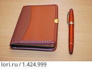 Купить «Записная книжка и ручка на столе», фото № 1424999, снято 28 января 2010 г. (c) Глазков Владимир / Фотобанк Лори