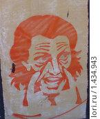 Купить «Граффити трафарет на стене панельного дома», фото № 1434943, снято 1 февраля 2010 г. (c) Денис Кравченко / Фотобанк Лори