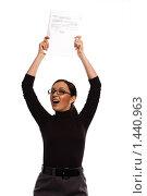 Девушка в очках, радостно потрясающая бумагами (документами) над головой, на белом фоне (2010 год). Редакционное фото, фотограф Михаил Пименов / Фотобанк Лори