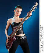 Купить «Девушка с гитарой в свете лучей», фото № 1444027, снято 14 октября 2019 г. (c) Александр Кузовлев / Фотобанк Лори