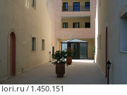 Купить «Кипр. Вид двора, внутреннее убранство», фото № 1450151, снято 6 октября 2009 г. (c) Дамир / Фотобанк Лори
