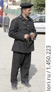 Купить «Египетский полицейский», фото № 1450223, снято 22 марта 2009 г. (c) АЛЕКСАНДР МИХЕИЧЕВ / Фотобанк Лори