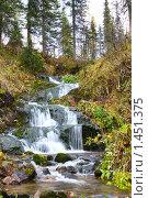 Купить «Водопад в лесу», фото № 1451375, снято 26 сентября 2009 г. (c) Максим Попурий / Фотобанк Лори