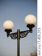 Купить «Уличный фонарь», фото № 1455315, снято 7 февраля 2010 г. (c) Иван Веселов / Фотобанк Лори