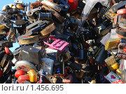 Купить «Замки молодоженов», фото № 1456695, снято 6 февраля 2010 г. (c) Екатерина Овсянникова / Фотобанк Лори