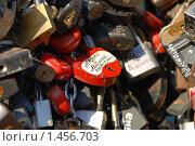 Купить «Замки молодоженов», фото № 1456703, снято 6 февраля 2010 г. (c) Екатерина Овсянникова / Фотобанк Лори