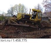 Бульдозер Т-150 выравнивает территорию строительства (2009 год). Редакционное фото, фотограф Юрий Зуев / Фотобанк Лори
