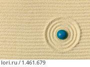 Купить «Абстрактная композиция - японский сад дзэн  с концентрическими кругами и камешком», фото № 1461679, снято 4 декабря 2009 г. (c) pzAxe / Фотобанк Лори