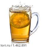 Купить «Чашка чая с лимоном и брызгами», фото № 1462891, снято 14 ноября 2008 г. (c) Ярослав Данильченко / Фотобанк Лори