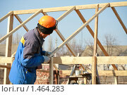 Купить «Плотник на стройке», фото № 1464283, снято 12 апреля 2009 г. (c) Александр Паррус / Фотобанк Лори