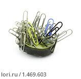 Купить «Скрепки на магните», фото № 1469603, снято 12 февраля 2010 г. (c) Александр Романов / Фотобанк Лори