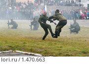 Купить «Десантник наносит удар», эксклюзивное фото № 1470663, снято 29 сентября 2007 г. (c) Вячеслав Палес / Фотобанк Лори