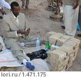 Купить «Уличный обменщик денег», фото № 1471175, снято 8 января 2010 г. (c) Free Wind / Фотобанк Лори