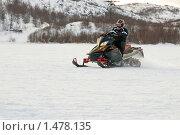 Купить «Поездка на снегоходе», эксклюзивное фото № 1478135, снято 14 февраля 2010 г. (c) Вячеслав Палес / Фотобанк Лори