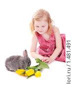 Девочка и кролик на белом фоне. Стоковое фото, фотограф Майя Крученкова / Фотобанк Лори