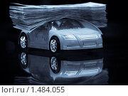 Модель машины и деньги. Стоковое фото, фотограф Сергей Данилов / Фотобанк Лори