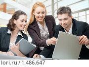 Купить «Бизнес-команда в офисе», фото № 1486647, снято 4 января 2010 г. (c) Константин Юганов / Фотобанк Лори