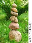 Купить «Каменная пирамида на зеленой траве», эксклюзивное фото № 1486811, снято 7 августа 2009 г. (c) Юрий Морозов / Фотобанк Лори