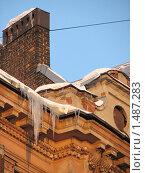 Сосульки висящие на крышах и карнизах в городе (2010 год). Стоковое фото, фотограф Яков Козарез / Фотобанк Лори