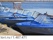 Купить «Лодки у понтона», эксклюзивное фото № 1487471, снято 7 апреля 2009 г. (c) Алёшина Оксана / Фотобанк Лори