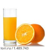 Купить «Стакан сока и апельсин», фото № 1489743, снято 21 января 2010 г. (c) Ярослав Данильченко / Фотобанк Лори