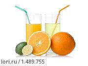 Купить «Два стакана сока с соломинками и фрукты», фото № 1489755, снято 21 января 2010 г. (c) Ярослав Данильченко / Фотобанк Лори