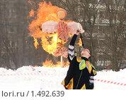 Купить «Сжигание масленицы и фаерщик», фото № 1492639, снято 20 февраля 2010 г. (c) Людмила Куклицкая / Фотобанк Лори