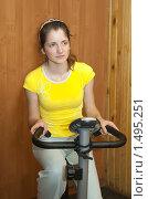 Купить «Девушка на тренажере», фото № 1495251, снято 23 мая 2009 г. (c) Яков Филимонов / Фотобанк Лори