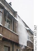 Купить «Очистка крыши от снега, снегопад», фото № 1497567, снято 7 июля 2008 г. (c) Александр Курлович / Фотобанк Лори