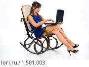 Девушка с ноутбуком в кресле-качалке. Стоковое фото, фотограф Куликова Вероника / Фотобанк Лори