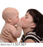 Купить «Мать целует сына», фото № 1507967, снято 5 ноября 2009 г. (c) Юлия Кашкарова / Фотобанк Лори