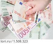 Купить «Женская рука держит деньги на фоне денег», фото № 1508323, снято 24 апреля 2009 г. (c) Pukhov K / Фотобанк Лори