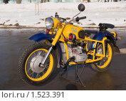 Купить «Мотоцикл работников милиции», фото № 1523391, снято 23 февраля 2010 г. (c) Владимир Фаевцов / Фотобанк Лори