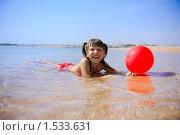 Купить «Девочка на пляже», фото № 1533631, снято 15 февраля 2010 г. (c) Ольга Сапегина / Фотобанк Лори
