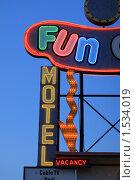Купить «Неоновая вывеска отеля в Лас-Вегасе, штат Невада, США», фото № 1534019, снято 30 мая 2007 г. (c) Константин Сутягин / Фотобанк Лори