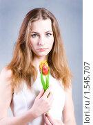 Купить «Красивая девушка с тюльпаном», фото № 1545707, снято 11 марта 2010 г. (c) Ольга С. / Фотобанк Лори