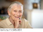 Купить «Портрет счастливой пожилой женщины», фото № 1545851, снято 23 марта 2008 г. (c) Константин Сутягин / Фотобанк Лори