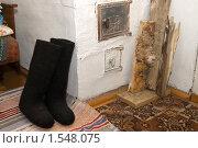 Купить «Деревенская печь, дрова, валенки», фото № 1548075, снято 11 марта 2010 г. (c) Влад Нордвинг / Фотобанк Лори