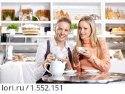 Купить «Молодые девушки в кафе», фото № 1552151, снято 23 февраля 2010 г. (c) Raev Denis / Фотобанк Лори