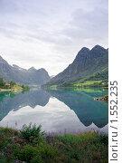 Купить «Озеро среди гор», фото № 1552235, снято 18 августа 2009 г. (c) Виталий Романович / Фотобанк Лори