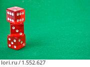 Купить «Красные игральные кости на зеленом сукне», фото № 1552627, снято 11 марта 2010 г. (c) Анфимов Леонид / Фотобанк Лори