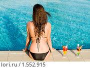 Купить «Девушка с коктейлем у бассейна», фото № 1552915, снято 2 марта 2010 г. (c) Насыров Руслан / Фотобанк Лори