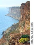 Купить «Скалистый берег, Крым, Украина», фото № 1553835, снято 11 мая 2009 г. (c) Юрий Брыкайло / Фотобанк Лори