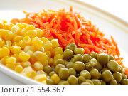 Купить «Горошек, кукуруза и морковь», фото № 1554367, снято 1 марта 2010 г. (c) Елена Жучкова / Фотобанк Лори