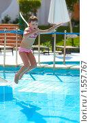 Купить «Девочка прыгает в бассейн», фото № 1557767, снято 18 февраля 2010 г. (c) Ольга Сапегина / Фотобанк Лори