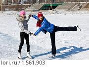 Купить «Две девушки занимаются на открытом ледовом катке», фото № 1561903, снято 16 марта 2010 г. (c) Игнатьев Михаил / Фотобанк Лори